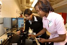 REU student Tabitha Wilhoite (right) works with her mentor, graduate student Shraddha Avasthy.